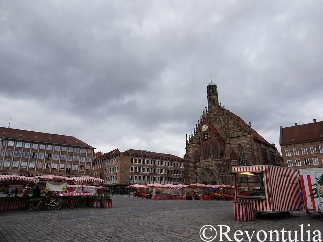 ニュルンベルクのマーケット広場と聖母教会