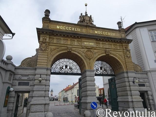 ピルスナーウルケル醸造所の門