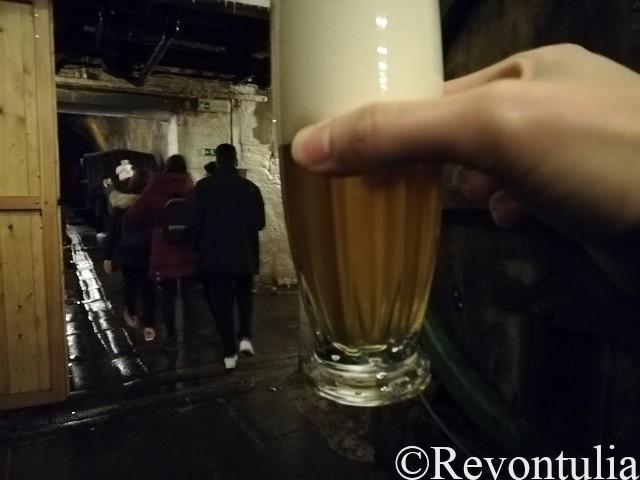 プルゼンスキー・プラズドロイ醸造所ツアーの終盤でビールの試飲