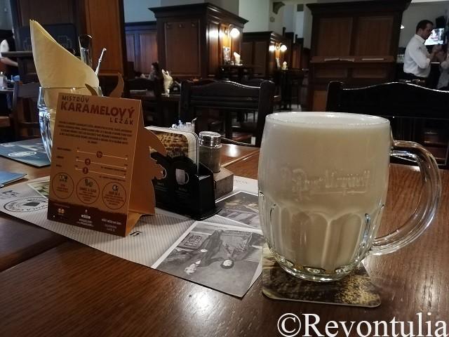 ほとんど泡でできたビール、ムリーコ。U Salzmannůにて