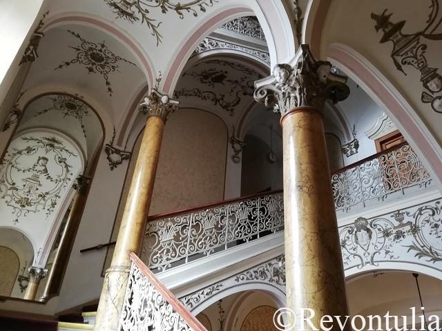 Hotel Slovan Plzeňの階段ホール
