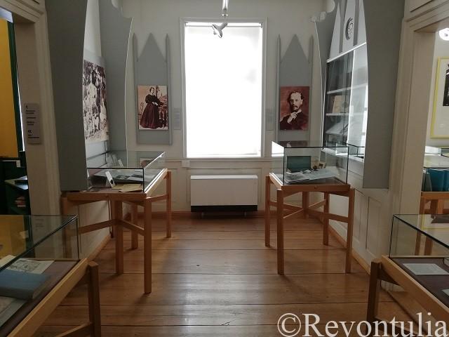 ヘッセ博物館の最初の展示室