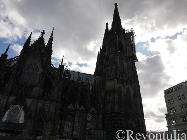 逆光のケルン大聖堂