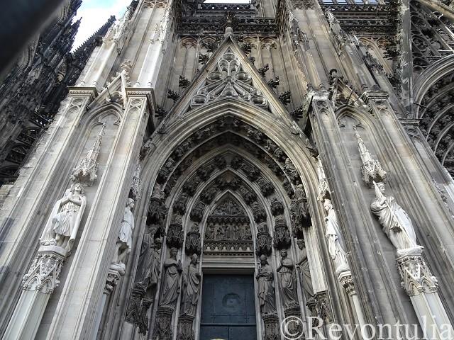 ケルン大聖堂の側面