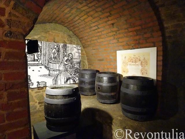 プルゼニの地下通路d絵ビールの保存に使われた樽