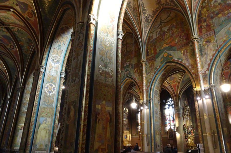 聖ペテロ聖パウロ教会の内部