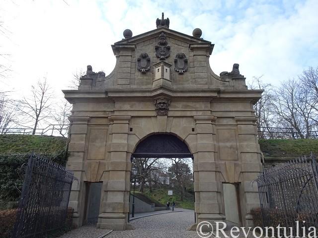 ヴィシェフラトにある門