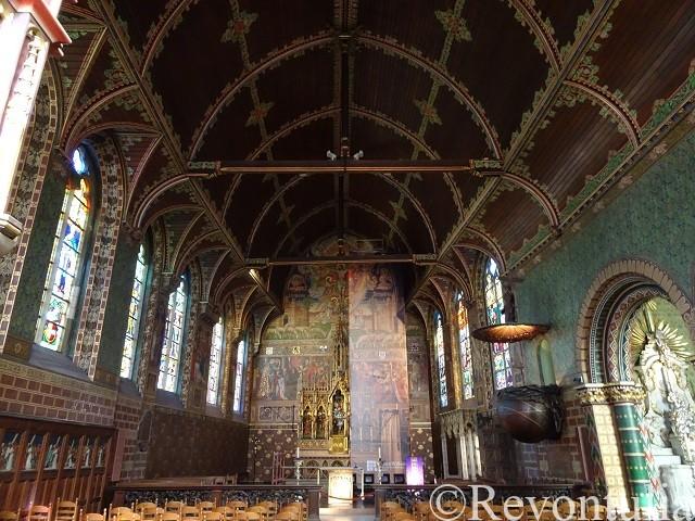 ブルッヘの聖血礼拝堂の中
