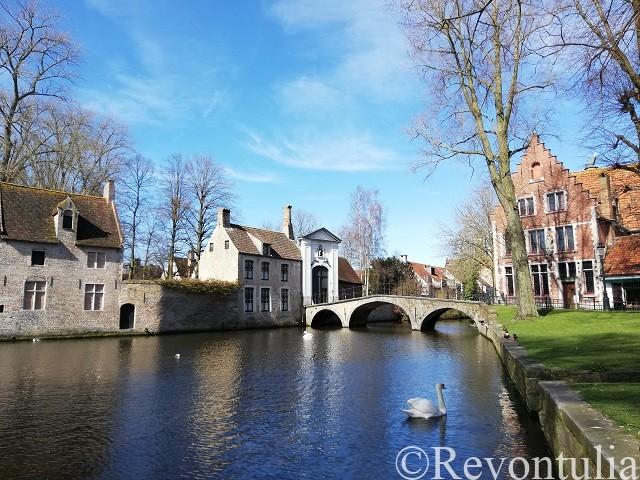 運河のあるブルッヘの風景