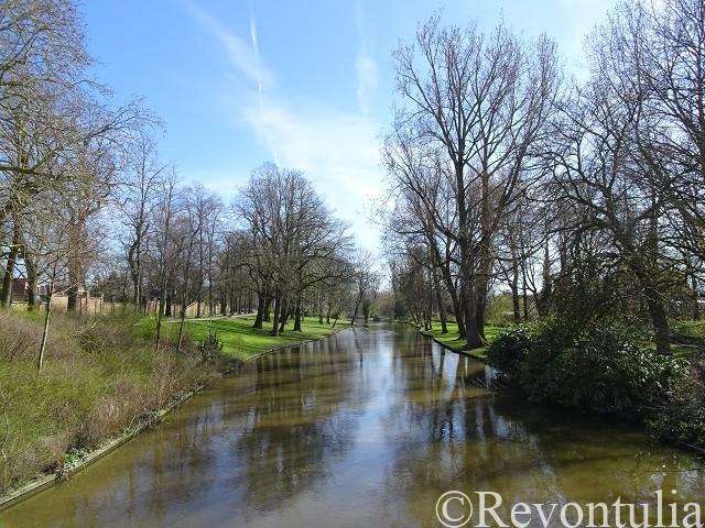 ブルッヘを流れる川と木々