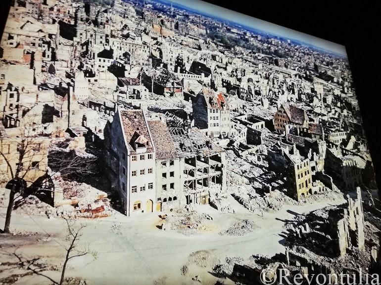 爆撃で破壊されたニュルンベルクの写真