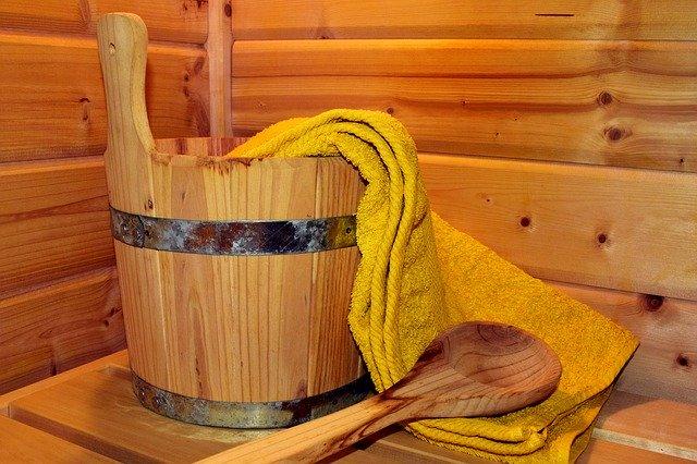 サウナ用の水を入れるための桶と柄杓
