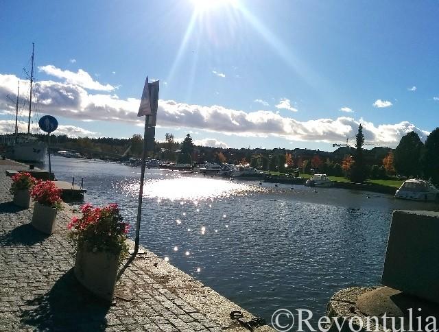 ポルヴォー川と対岸の風景
