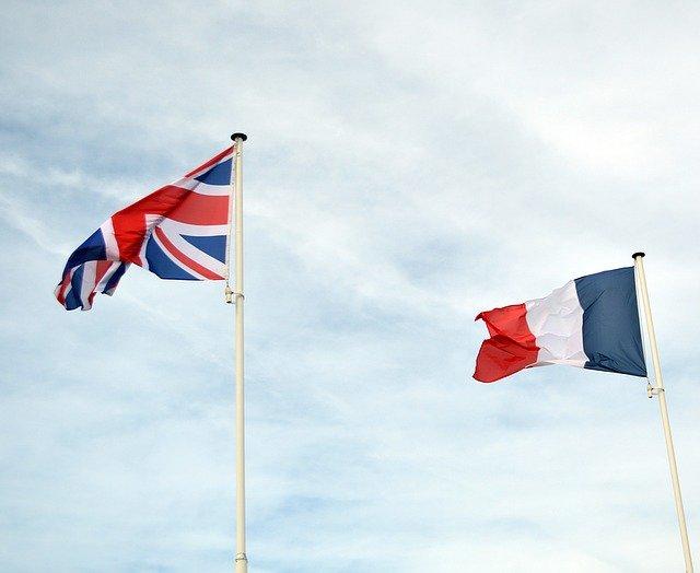 イギリスとフランスの旗