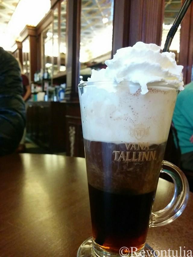タリンのカフェMaiasmokkのヴァナタリンコーヒー