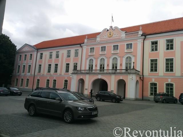 エストニア国会が入るトームペア城