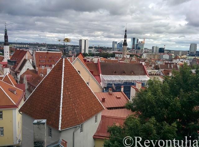エストニアのタリンの旧市街を一望