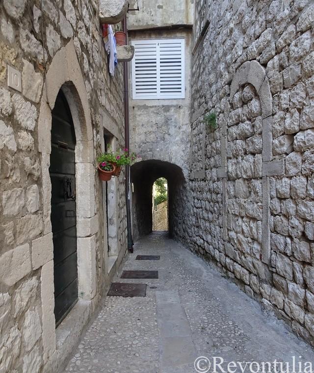 ドゥブロヴニク旧市街の小さな通り