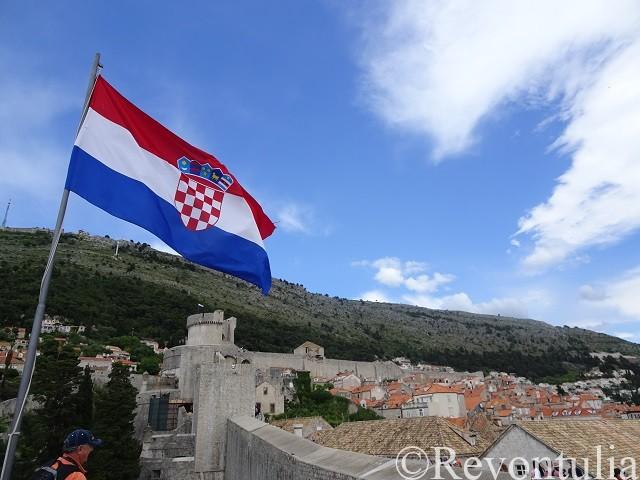 クロアチア国旗とドゥブロヴニク旧市街