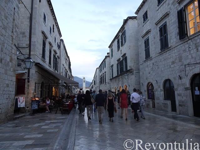 ドゥブロヴニク旧市街の大通り