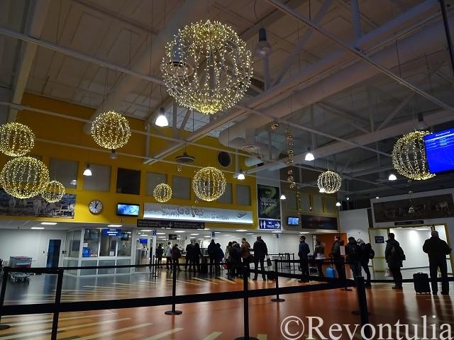 イヴァロ空港の中の写真