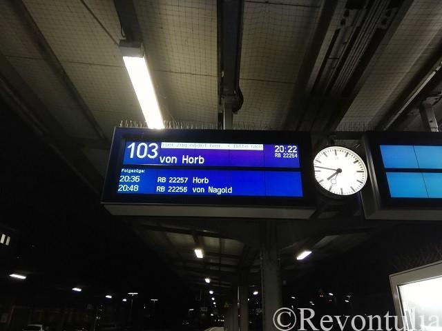 ドイツのプフォルツハイムの駅の電光掲示板