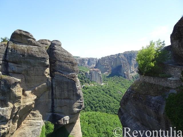 メテオラの巨岩のある風景