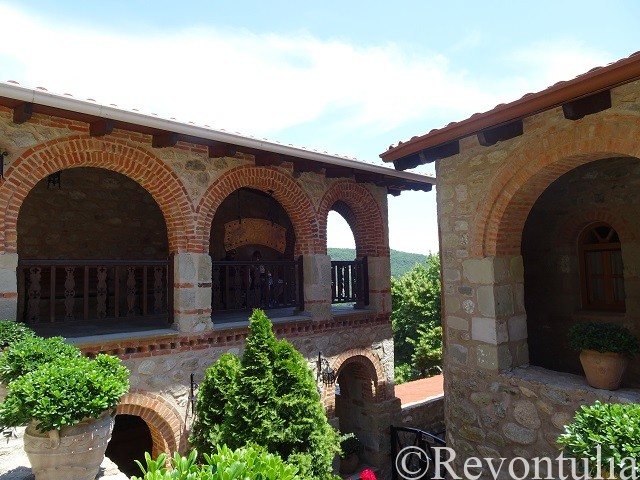 メテオラのメガ・メテオロン修道院の中庭