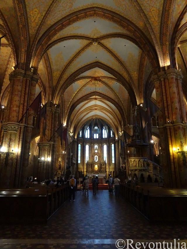 ブダペストのマーチャーシュ聖堂の中