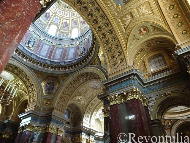 ブダペストの聖イシュトヴァーン大聖堂の中