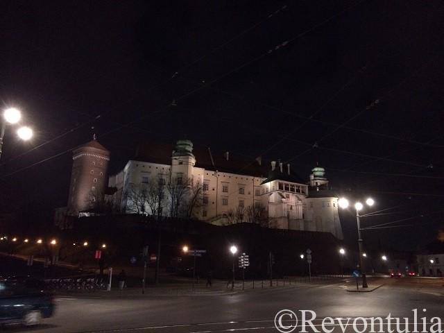 夜のクラクフのヴァヴェル城