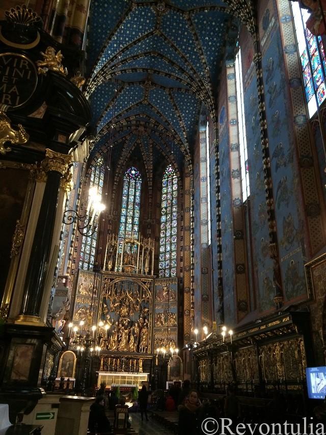 クラクフ旧市街の聖マリア教会の内部