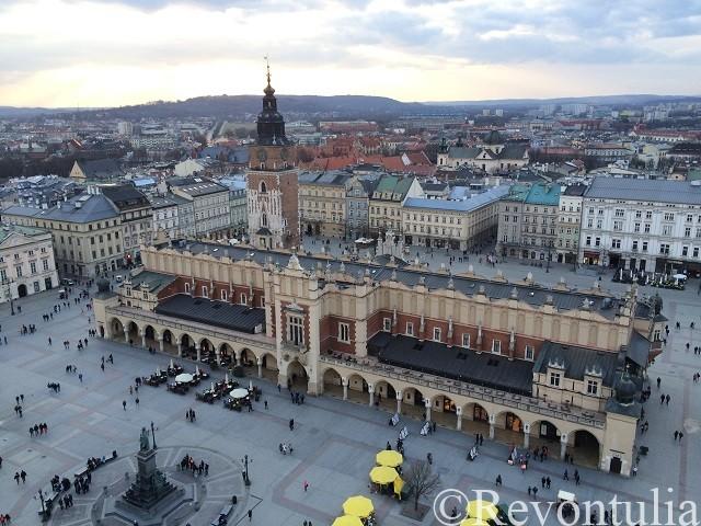 クラクフ旧市街の聖マリア教会の塔からの眺め