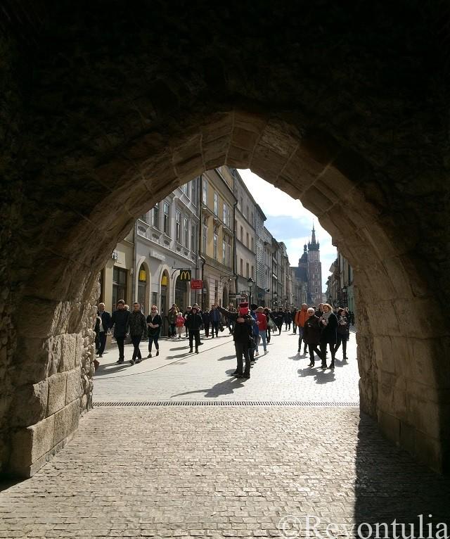 クラクフ旧市街の城壁の門の中