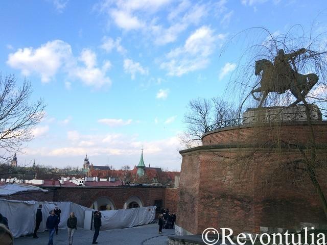 ヴァヴェル城の銅像