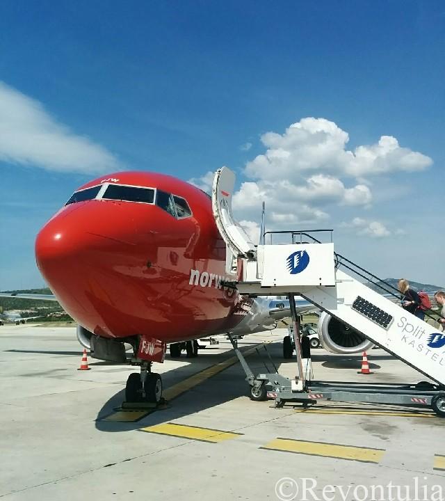 ノルウェー・エアシャトルの飛行機。クロアチアのスプリットにて
