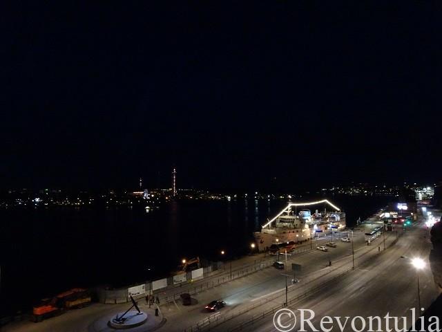 ストックホルムの夜の港