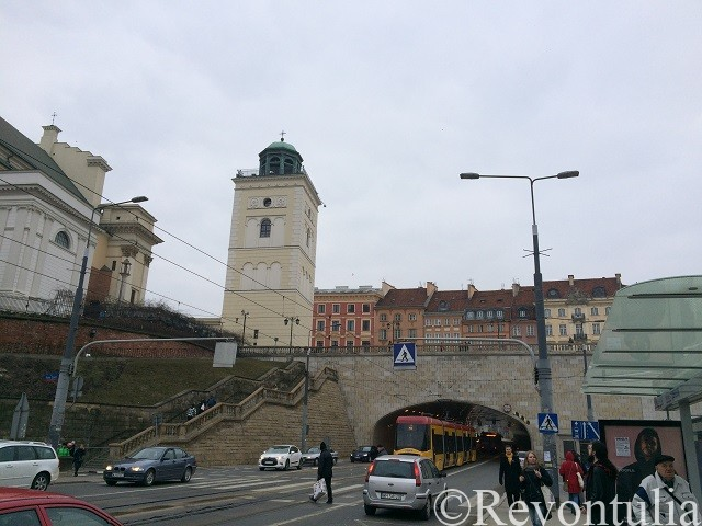 ワルシャワ旧市街の大通り
