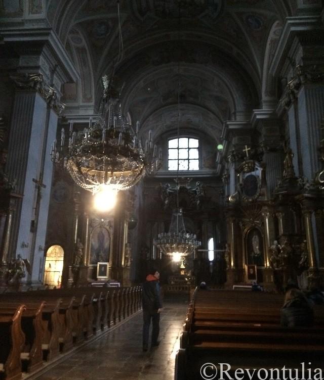 ワルシャワ旧市街の聖アンナ教会の中