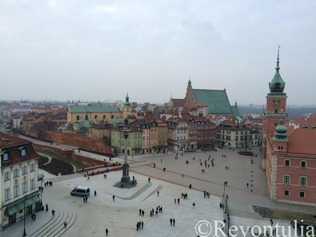 ワルシャワ旧市街の聖アンナ教会からの王宮広場の眺め