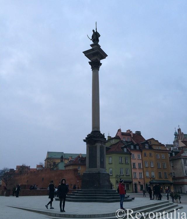 ワルシャワ旧市街の王宮広場のジギスムントの柱