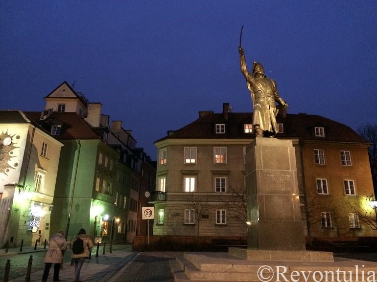 ワルシャワ新市街の銅像
