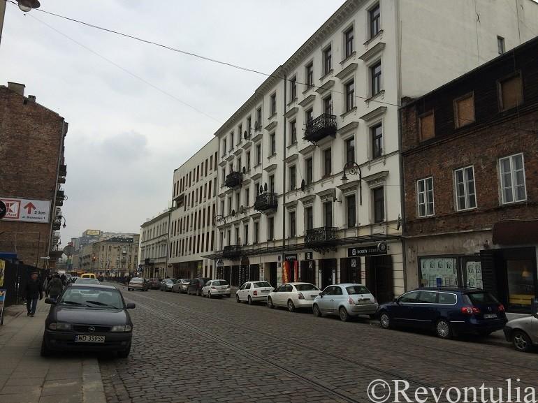 ワルシャワのプラーガ地区のとある通り