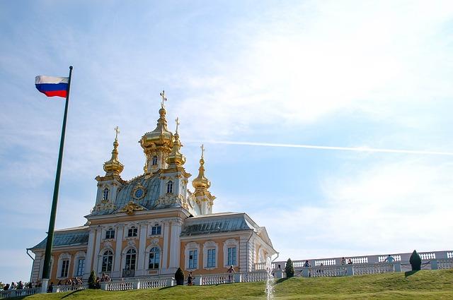 ロシアの国旗と教会