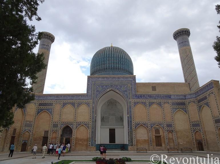 サマルカンドのグリ・アミール廟の中庭