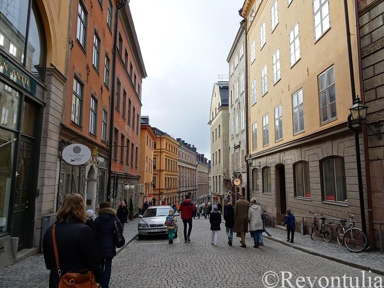 ストックホルム旧市街の大通り