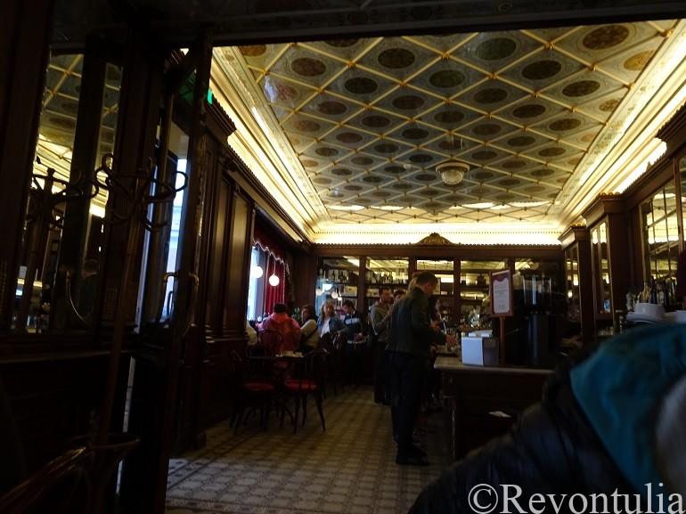 タリン最古のカフェMaiasmokkの内装