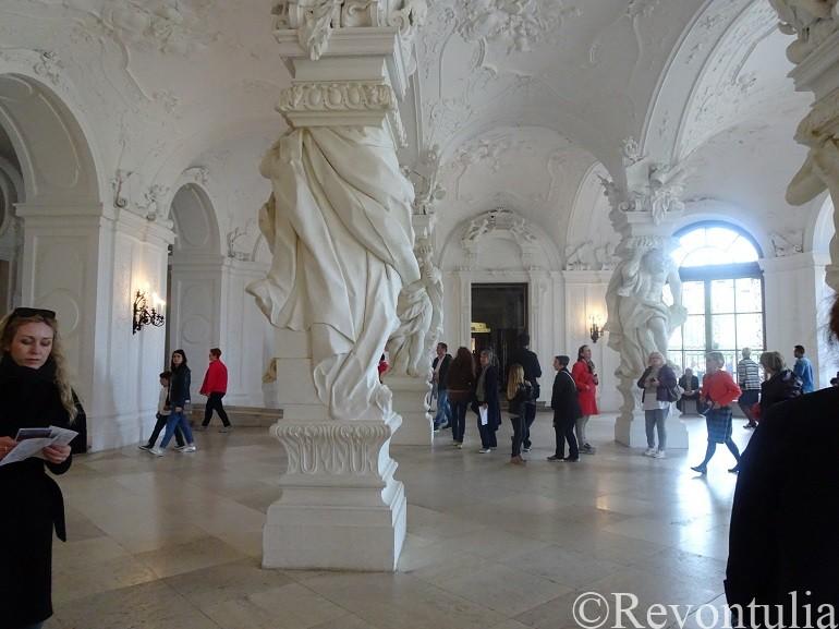 ウィーンのベルヴェデーレ宮殿のロビー