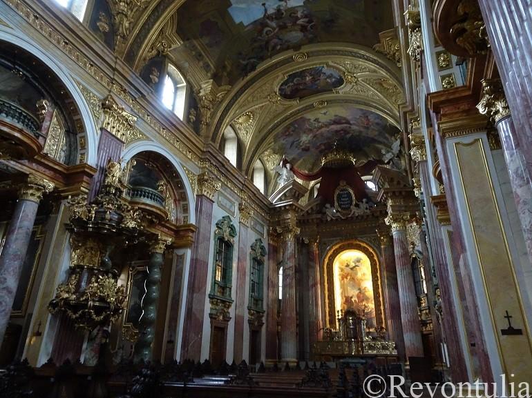 ウィーンのイエズス会教会の内部