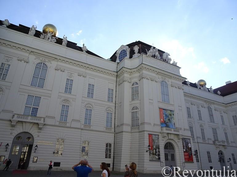 オーストリア国立図書館の外観